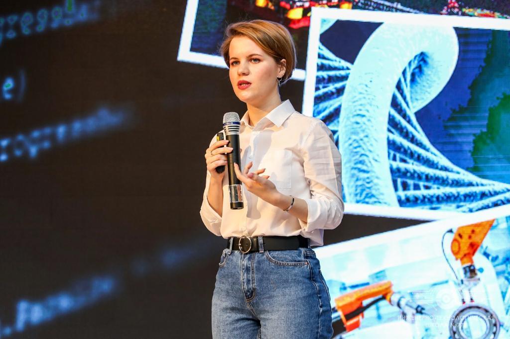 ВШТМ провела для учащихся ИТШ №777 научно-популярную лекцию по механике